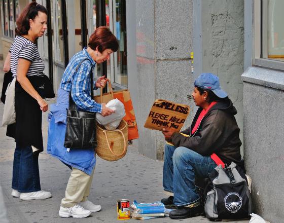 Bogata mniejszość strąca w przepaść biedniejące masy