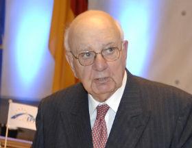 Paul Volcker jest uważany za ojca amerykańskiej reformy rynku finansowego (CC BY-europeanpeoplesparty)