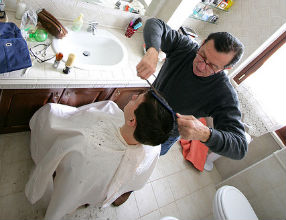 Pod koniec 2010 roku w usługach powstało najwięcej miejsc pracy. (CC BY-NC-SA Andrea 'Bau' Pinti)