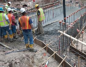 Podniesienie płacy minimalnej może doprowadzić do rozrostu szarej strefy w branży budowlanej. (CC BY-NC-ND dagnyg)