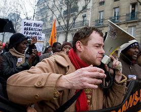 Świat częściej niż w sprawach pracowniczych pikietuje np. za obroną praw mniejszości. (CC BY-NC-ND looking4poetry)