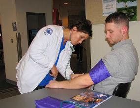 Kontrakty poróżniły pielęgniarki i położne
