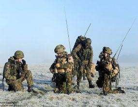 Koszty służby są mniej przewidywalne niż w innym zawodzie. Żołnierz rezygnuje z części wolności osobistych i swobody decyzji. (CC By-NC-ND Defence Images)