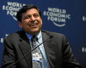 Raghuram Rajan, główny ekonomista MFW, proponuje uczynienie z MFW głównego gracza w planie pomocowym. CC BY-SA World Economic Forum)