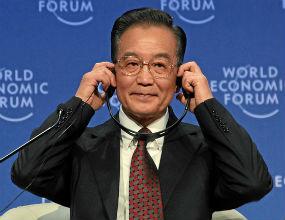 Wen Jiabao, premier Chin, obiecuje pieniądze Europie. (CC By-SA WEF)