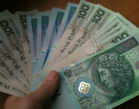 Polacy wciąż wolą gotówkę niż karty