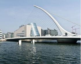 Dublin, stolica Irlandii, która przed 2008 rozwijała się dynamicznie i miała nadwyżki budżetowe a potem niespodziewanie wpadła w kłopoty (CC BY-SA informatique)