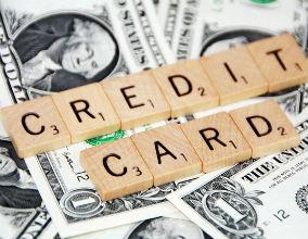 Drożeją kredyty, ale potanieją karty