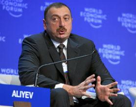 Ilham Alijew, prezydent Azerbejdżanu, dba o interesy gospodarcze swojego kraju. (CC By-SA WEF)