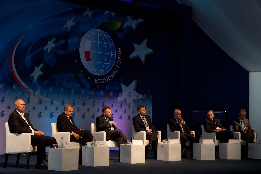 od lewej: Sławomir S. Sikora, Krzysztof Kalicki, Witold Orłowski, Zbigniew Jagiełło, Jan Krzysztof Bielecki, Cezary Stypułkowski, Jan Cieński (fot. Adrian Krawczyk)
