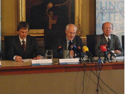 Konferencja prasowa po posiedzeniu Komitetu Noblowskiego, który wybrał najwybitniejszego ekonomistę 2008 roku (CC BY-SA prolineserver)