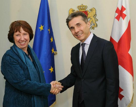 Catherine Ashton, szefowa unijnej dyplomacji i  premier Gruzji Bidzina Iwaniszwili (CC By-NC-ND European External Action Service)