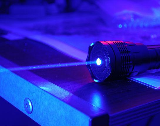 Niebieski laser - w Polsce wynaleziony, ale nieskomercjalizowany CC BY-NC-SA FastLizard4