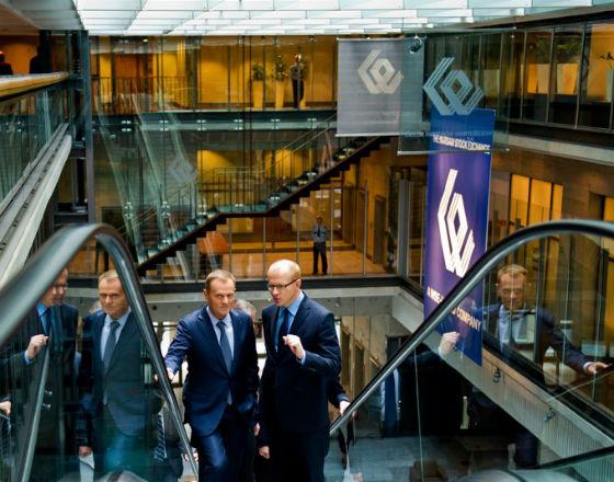 Ludwik Sobolewski, prezes GPW (z prawej) w towarzystwie premiera Donalda Tuska, przed prezentacją raportu Doing Business (Fot. Kancelaria Premiera)