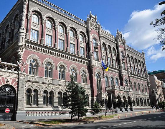 Hrywna słaba, bo Ukraińcy wolą dolara