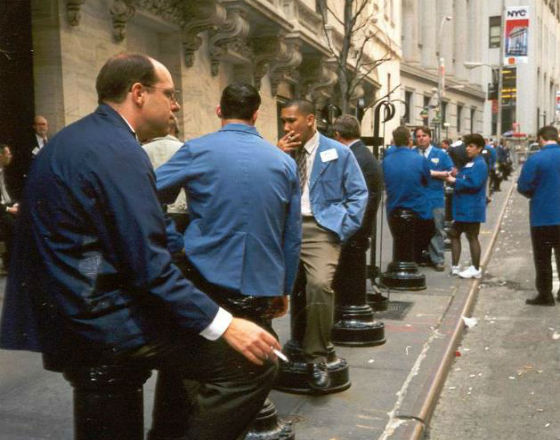 NYSE brokers during the break (By OF/KM)