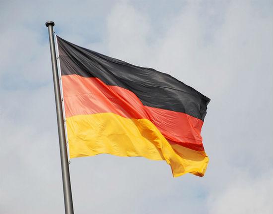 Niemcy ryzykują obniżając wiek emerytalny