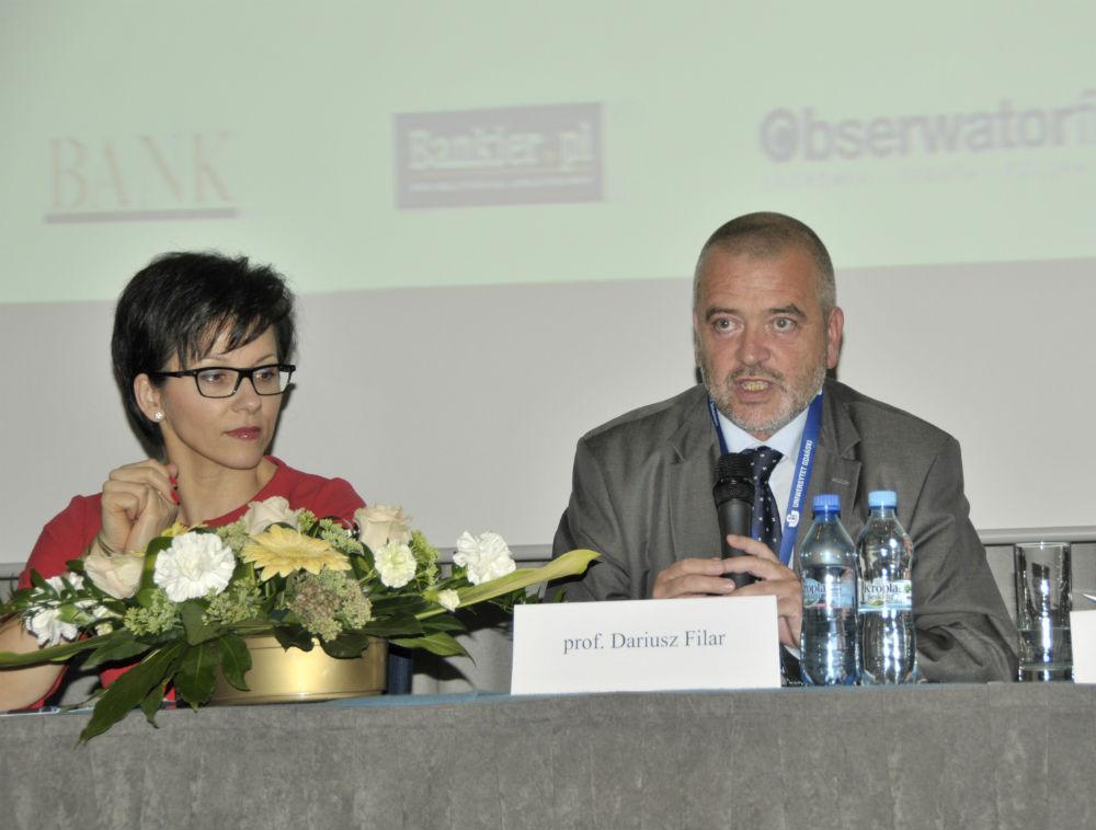 Małgorzata Zaleska, członek zarządu NBP, Dariusz Filar, Uniwersytet Gdański.  (fot. J. Głowniak - Sikorska, biuro promocji UG)