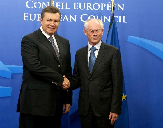 Spełnienie warunków wobec UE wydaje sie znacznie prostsze niż spełnienie oczekiwań Rosji (Wiktor Janukowycz, prezydent Ukrainy na spotkaniu z Hermanem van Rompuyem, przewodniczącym Rady Europy. CC By president of the European Council)