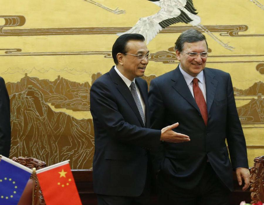 W relacjach Chin i UE cieplej, ale do harmonii wciąż daleko