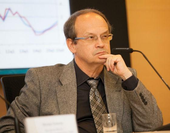 Prognozy wzrostu na świecie idą w dół, a europejskie QE niewiele pomoże