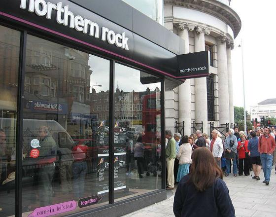 Bank Northern Rock klienci przyparli do muru. (CC BY Alex Gunningham)