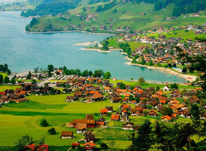 Coraz bliżej wprowadzenia dochodu podstawowego jest Szwajcaria. (CC BY NC SA Candy Tian)