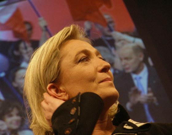 Terroryści we Francji wzmacniają populistów