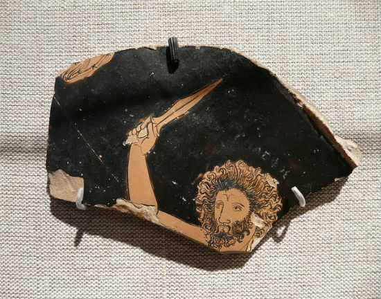Fragment antycznego przedmiotu przedstawiający boga Telefosa CC BY Ross Cowan