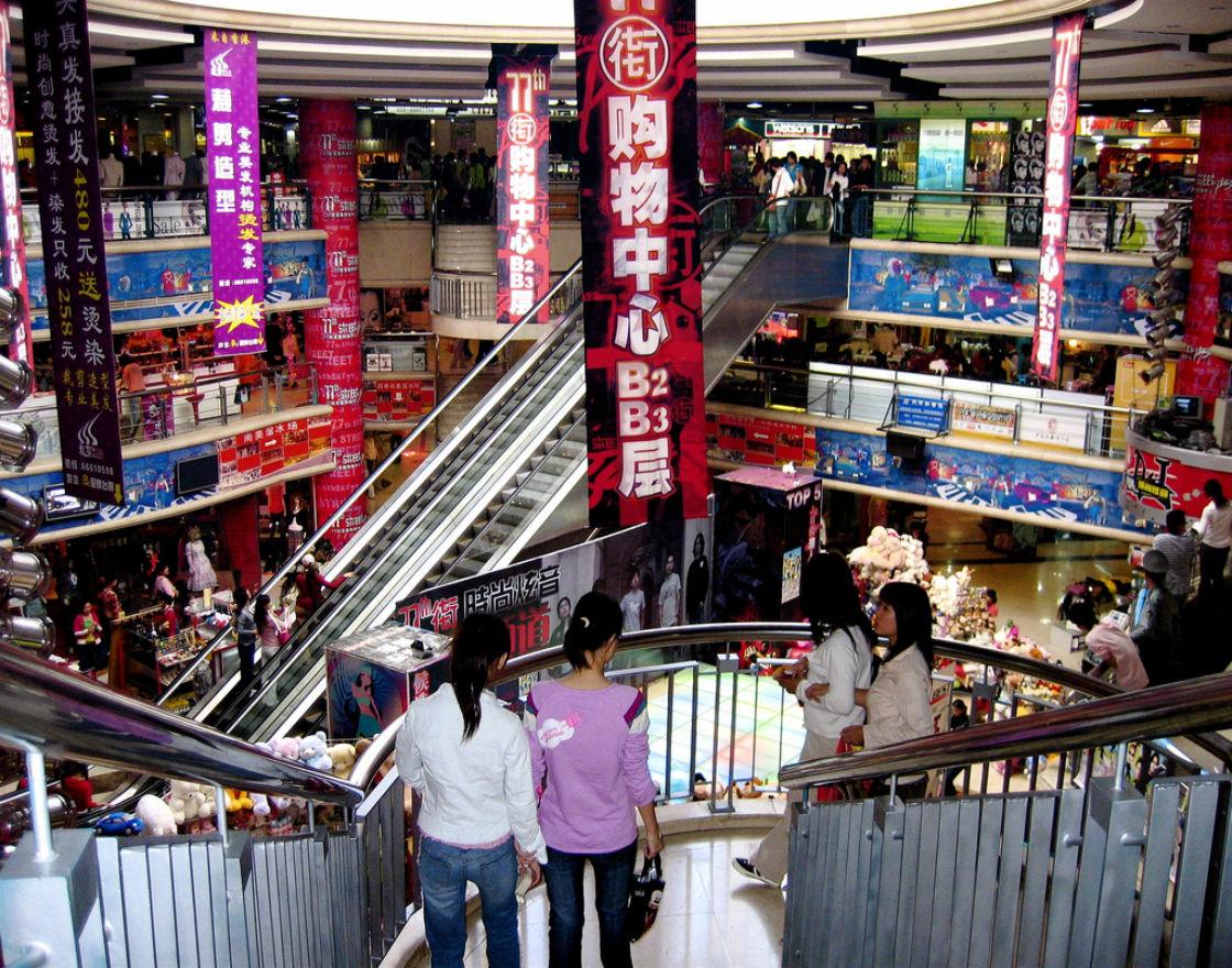 Centrum handlowe w Pekinie (CC By NC ND Alexandra Moss)