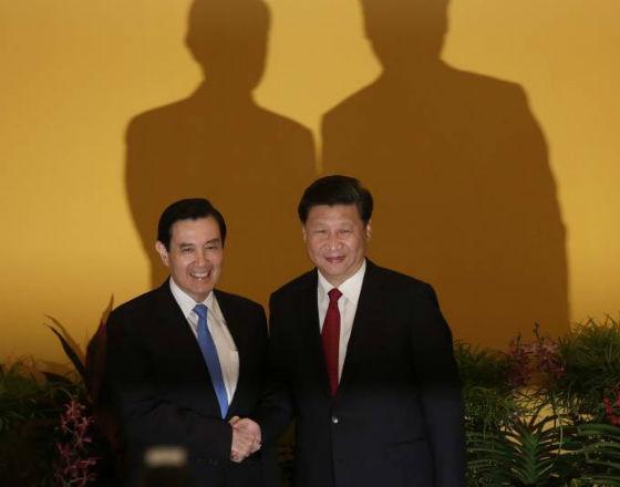 Od lewej: Ma Ying-jeou - prezydent Tajwanu, Xi Jinping - Przewodniczący Chińskiej Republiki Ludowej (fot. PAP)