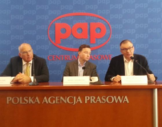 Tadeusz Kościński - wiceminister rozwoju, Maciej Nowohoński - członek zarządu Orange Polska, poseł Adam Abramowicz (Fot. MP)
