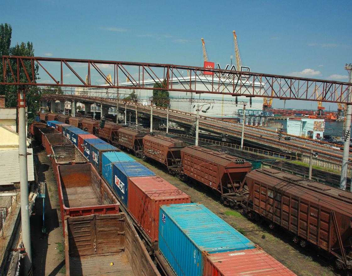 Spada znaczenie transportu kolejowego w handlu zagranicznym