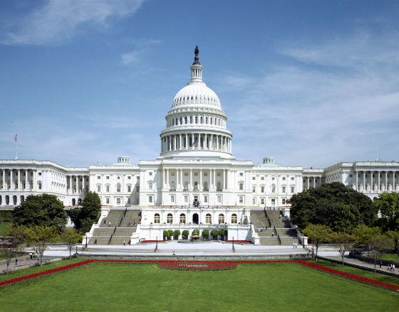 Szeroki strumień pieniędzy z korporacji płynie do polityków w Waszyngtonie