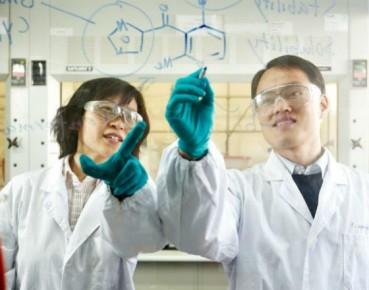 Największą tegoroczną transakcję zawarła spółka z branży chemicznej. (CC BY-NC-ND 2.0 Novartis AG)