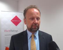 Fitch: Nie widać ryzyka odpływu inwestycji z Polski
