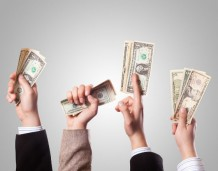 Zrzuty pieniędzy ze śmigłowca nie muszą zaszkodzić