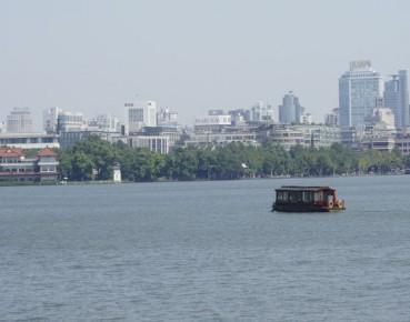 Leżące nad wielkim jeziorem Hangzhou, gospodarz szczytu, liczy na promocję miasta (Fot. A Kaliński)