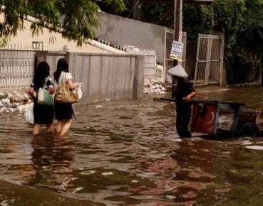 Powodz w Azji CC By Seika