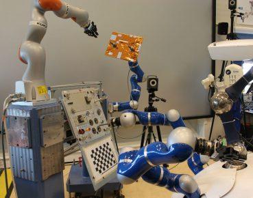 robot kuka CC BY SA IGO 30 Credits ESAJ Harrod