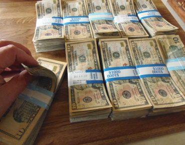 money dolar CC By Keith Cooper