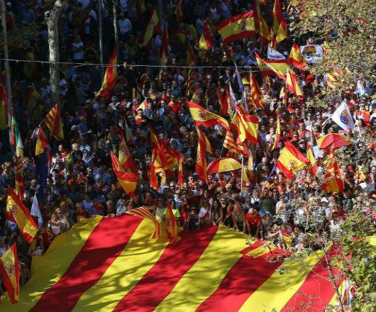 Na konflikcie stracą i Hiszpania, i Katalonia