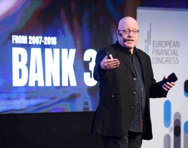 Banki opierają się zmianom technologicznym i to je pogrąża