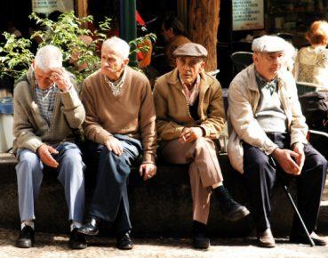 demografia emeryci