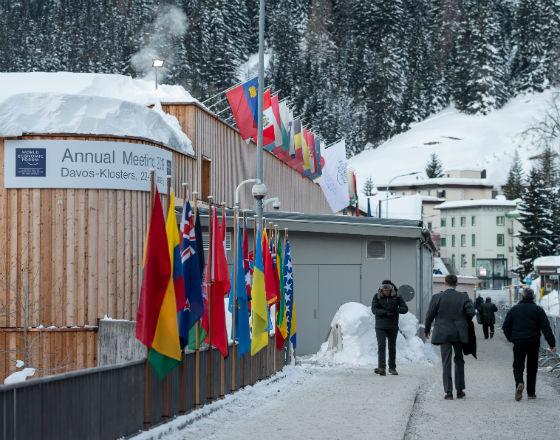 Davos: Wygładzanie oblicza globalizacji