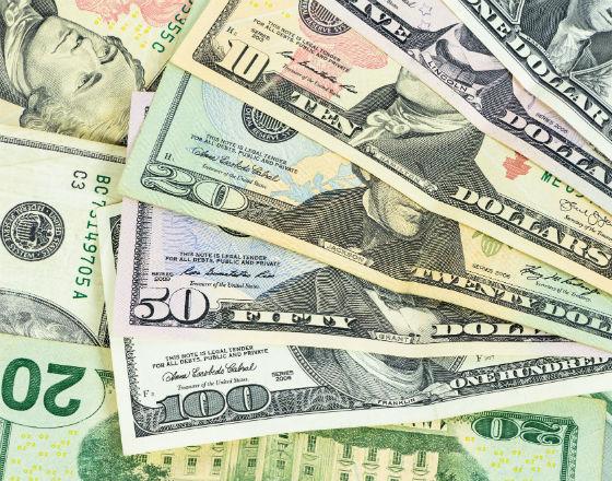 Panika związana z koronawirusem napędza wzrost popytu na gotówkę