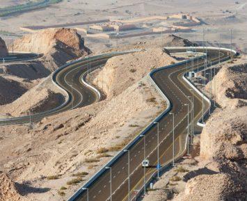 Gospodarki na ropę potrzebują hybrydowego silnika