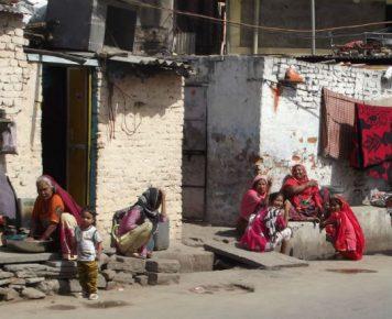 Kwaśnicki_Nobel2019_1_Indie_bieda