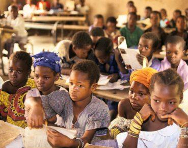 Świat pogrążony w kryzysie edukacji. Potrzeba nowego podejścia