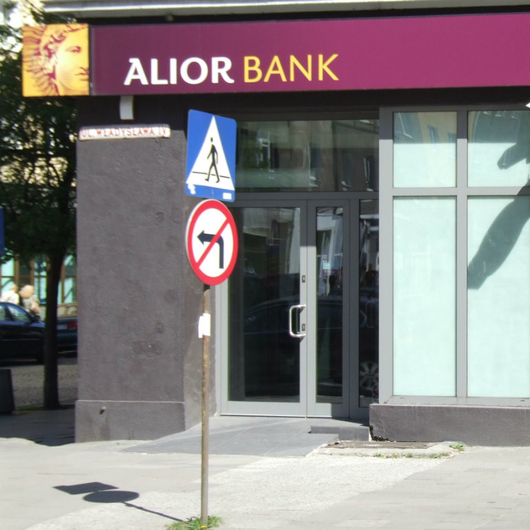 Alior Bank buys Bank BPH from General Electric